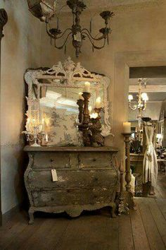 Commode greige… I don't think I've ever loved anything as much as I love this. I want it sooo much haha Country Decor, Decor, Painted Furniture, French Decor, Chic Decor, Shabby Chic Decor, Interior, Home Decor, Furniture