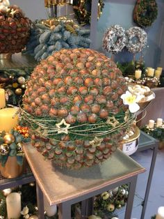 Events and Exhibitions – Flower Gallery Knorr Rustic Christmas Crafts, Scandinavian Christmas Trees, Christmas Art, Fall Crafts, Vintage Christmas, Christmas Ornaments, Diy Party Decorations, Flower Decorations, Christmas Decorations