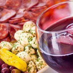 Mediteranska kuhinja zadivljuje svojom svježinom, lakoćom i delikatnom aromom. Kaže se da je to hrana siromaha koja je našla svoj put do profinjenog društva.