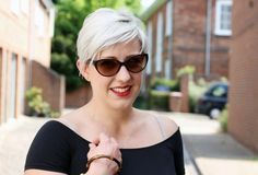 White blonde pixie cut hair Pixie Cut With Undercut, Undercut Women, Blonde Pixie Cuts, White Blonde, About Hair, Vintage Hairstyles, Outfit Posts, Summer Outfits, Hair Cuts