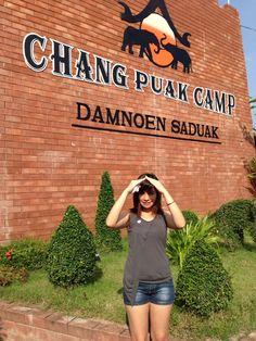 Damnoen Saduak - Bangkok - you can ride and feed the elephants!!!