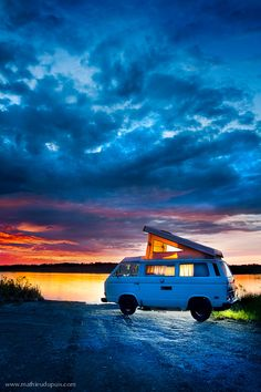 Westfalia in Abitibi-Témiscamingue, Quebec, Canada The art to travel by Mathieu Dupuis Vw T3 Westfalia, T3 Vw, Volkswagen Bus, Vw T3 Camper, Camper Life, Vw Camping, Glamping, Wolkswagen Van, Transporter T3