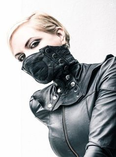 RITUAL Face Mask - Maschera di cuoio con gomma You are in the right place about steampunk mask Here we offer you the m - Pvc Fashion, Fashion Mask, Fast Fashion, Fashion Brand, Tribal Fashion, Fashion Shoot, Diy Mask, Diy Face Mask, Post Apocalyptic Fashion
