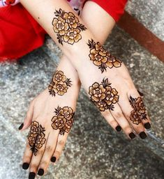 This time we are sharing with you our Best and Latest Flower Mehndi Designs which are purely different from others these Designs are from the Best of the Best Mehndi Artists. Pakistani Henna Designs, Rose Mehndi Designs, Mehndi Designs For Kids, Dulhan Mehndi Designs, Mehndi Design Photos, Mehndi Designs For Fingers, Unique Mehndi Designs, Arabic Mehndi Designs, Latest Mehndi Designs