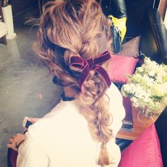 Especially with the curlier hair. Pretty Hairstyles, Braided Hairstyles, Wedding Hairstyles, Messy Braids, Hair Arrange, Hair Setting, Love Hair, Up Girl, Hair Designs