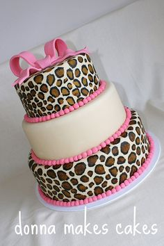 Leopard print and pink cake, so pretty