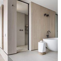 Stunning bathroom inspo via @lawlessandmeyerson  #neutralinterior #logstool #stool #architexture #interiorinspiration #lawlessandmeyerson #homebytribal by homebytribal