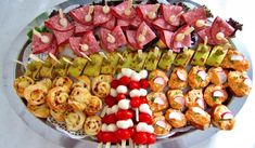 Sandwich Station, Types Of Salad, Meat Salad, Large Flower Pots, Cold Meals, Food Themes, Appetizers For Party, Summer Salads, Sausage