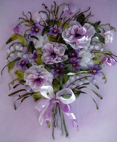 broderie au ruban, fleurs fantastiques en couleurs douces
