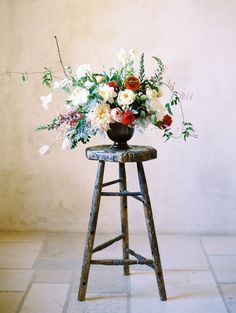 A Modern Vintage Floral Wedding Centerpiece | Rachel Solomon Photography on @CVBrides via @aislesociety