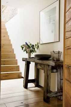 Love this entryway table, and I think I could reproduce it with old barnwood.