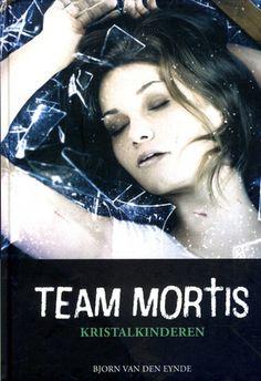 Erika, Andreas, Felix en Nielsen van Team Mortis moeten een duikinstructrice en haar onbekende zus naar checkpoint A brengen. Het lijkt een eenvoudige undercoveropdracht. Maar dan worden er twee gruwelijke moorden gepleegd en blijkt de opdracht levensgevaarlijk. Vanaf ca. 13 jaar.