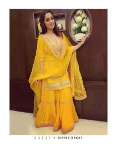 Long Dress Design, Stylish Dress Designs, Designs For Dresses, Stylish Dresses, Women's Fashion Dresses, Dresses For Women, Trendy Outfits, Mehendi Outfits, Indian Bridal Outfits