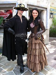 Zorro and Elena - couples halloween costume idea Bonnie And Clyde Halloween Costume, Cute Couple Halloween Costumes, Halloween Carnival, Cute Costumes, Halloween Cosplay, Adult Costumes, Cosplay Costumes, Costume Ideas, Woman Costumes