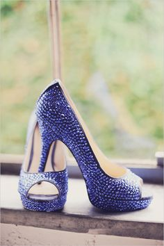 bright blue wedding shoes by Enzo Angiolini http://nashville.wedding101.net/    Someone needs these beauts! :)