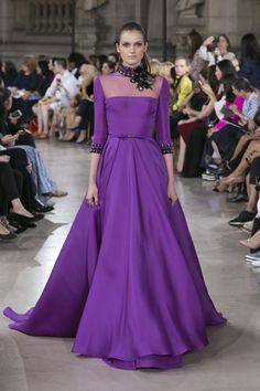 Georges Hobeika Fall 2016 Haute Couture fashions combine elegant simplicity and lines with creative, expert level couture beaded embroidery. Georges Hobeika, Fashion Week, Fashion Show, Evening Dresses For Weddings, Haute Couture Fashion, Couture Style, Paris, Couture Collection, Formal Gowns