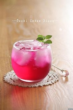 "The pink is natural color made from ""shiso""juice.The aromatic leaves of perilla-or shiso, to give the plant its Japanese name-are widely used in Japan, Korea, and Vietnam. Party Food And Drinks, Fun Drinks, Yummy Drinks, Yummy Food, Colorful Drinks, Cafe Food, Drinking Tea, Cocktail Recipes, Food Photography"