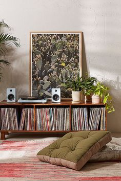 Awesome Ways To Organize Your Record Collection - 12 Best Vinyl Record Storage Ideas – Ways To Store Vinyl Records - Home Music, Music Den, Dj Music, Living Room Decor, Bedroom Decor, Men Bedroom, Music Corner, Vinyl Room, Vinyl Record Storage