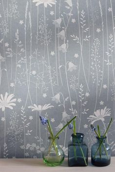 makkari Daisy Meadow is Hannah's latest wallpaper design. It was inspired by the beautiful meadows she saw on a recent trip toNorway. There really were flowers everywhere. It features daisies Latest Wallpaper Designs, Latest Wallpapers, Feature Wall Bedroom, Feature Walls, Wall Wallpaper, Bedroom Wallpaper, Wallpaper Ideas, Decoupage Furniture, Cool Rooms