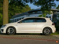 Carbon ceramic's on black wheels. Gti Mk7, Black Wheels, Volkswagen Golf, Cattle, Supercars, Automobile, Park, Ideas, Autos