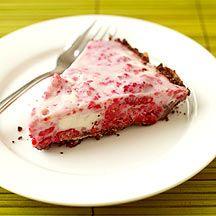 Raspberry Frozen Yogurt Pie - Weight Watchers 5 Points Plus Ww Desserts, Weight Watchers Desserts, Frozen Desserts, Dessert Recipes, Frozen Cake, Healthy Desserts, Delicious Desserts, Healthy Cooking, Yummy Food