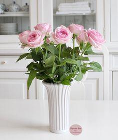 Roser - roses - rose - eslau - gammel - vase -  flower - flowers - blomster - hvid - havetssus
