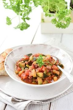 Leczo z cukinii Ratatouille, Baguette, Kung Pao Chicken, Salsa, Food And Drink, Favorite Recipes, Cooking, Ethnic Recipes, Drinks