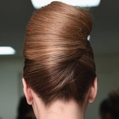 You don't need to book a salon appointment to get glam. We partnered with Pantene to highlight four tricks that will help you get performance-ready hair. French Twist Updo, French Twists, French Pleat, Get Glam, Kendall Jenner Style, Beauty Hacks, Beauty Tips, Hair Hacks, Hair Inspo