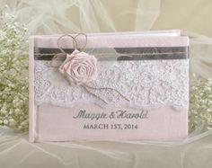 Livre d'or, livre d'or, dentelle, Shabby Chic dentelle de lin naturel, couleurs personnalisées, les noms d'emboroidery de mariage