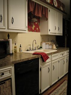 New kitchen paint brown cabinets french country ideas Kitchen Table Redo, Kitchen Cabinet Remodel, Kitchen Island With Seating, Kitchen Paint, Kitchen Tiles, Kitchen Flooring, Rustic Kitchen, Country Kitchen, Kitchen Furniture