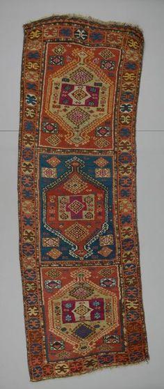 rug Turkey DATE: 1880 - 1890 DIMENSIONS: L 278 cm x W 89 cm