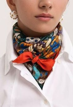Latest Silk Scarf Ideas Trends for Women in 2018 – Mode Frauen 60 – Scarf Ideas 2020 Ways To Wear A Scarf, How To Wear Scarves, Wearing Scarves, Look Fashion, Autumn Fashion, Womens Fashion, Fashion Tips, Fashion Ideas, Cheap Fashion