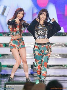 131019 SMtown Concert At Beijing - Snsd - Tiffany Hwang & Kim Taeyeon #Taeny #fantaken