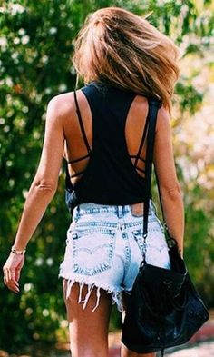 Look: Strappy Bra + Jeans