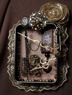 Raid drawer for broken metal jewelry. Douse something in craft glue. Roll it in metal bits. Steampunk <<<<<< Love this explanation! Steampunk Crafts, Steampunk Design, Steampunk Fashion, Steampunk Clock, Gothic Fashion, Altered Tins, Altered Art, Larp, Collages