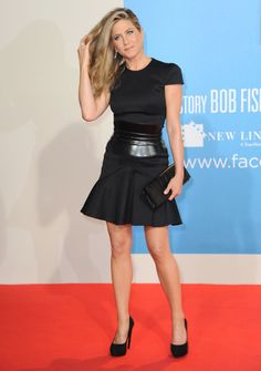 Jennifer Aniston wishes young actresses had sexier style, wore less makeup #lbd #blackdress #shortdress