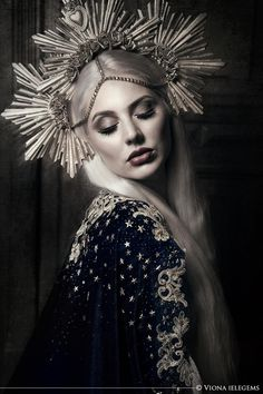 Photography: Viona Ielegems Model & styling: Jolien Rosanne Headdress: Pazzesque
