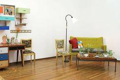 Sofá, silla, mesa ventana y cojines. Para el lado izquierdo escritorio y repisa hecha de cajones a tomar el té #atomarelte #recycle