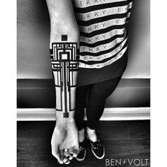 An abstract linear architectural forearm cuff for Eden. Some of the details kind of remind me of the art deco spans and cables of the Golden Gate Bridge. Thanks for coming from Colorado to see me! Tattoo Artist: Ben Volt