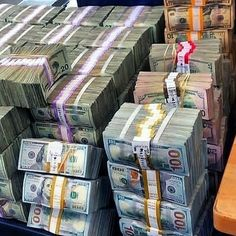 Money gold cash stack earn goals and motivation wealth and dollar bills rich lifestyle 464574517811246210 Make Money Online, How To Make Money, Dollar Money, Dollar Bills, 100 Dollar, My Money, Cash Money, Pics Of Money, Cash Cash