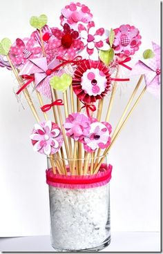so cute for valentines day.. would make a nice center piece for the table..(i would use a different pot though :)