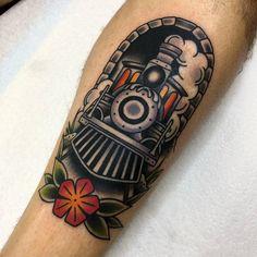Old train on Adams shin yesterday. Thanks man Clavicle Tattoo, Leg Tattoos, Arm Tattoo, Tribal Tattoos, Sleeve Tattoos, Tattoos For Guys, Polynesian Tattoos, Geometric Tattoos, Tatoos