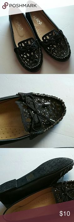 'Under the  Desk' Moccasins Never worn. Size 6 Refresh Shoes Moccasins