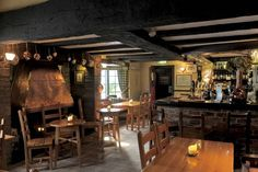 Rural Pub Beats London With Michelin-Star Haggis Pasties Uk Pub, Pub Interior, Interior Design, Game Cafe, English Country Decor, Country Charm, Pub Sheds, Celtic, Home Pub