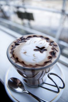 Great ways to make authentic Italian coffee and understand the Italian culture of espresso cappuccino and more! Coffee Latte Art, Coffee Cafe, Coffee Drinks, Cappuccino Art, Coffee Shop, Coffee Mugs, Coffee Break, Morning Coffee, Bagdad Cafe