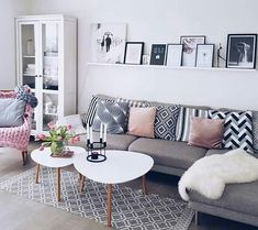 Such tables would be a plan for our living room! Such tables would be a plan for our living room! Living Room Grey, Living Room Modern, Home Living Room, Apartment Living, Interior Design Living Room, Living Room Designs, Living Room Decor, Cozy Living, Small Living