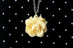 Colar Flor Amarelo - Cellophane