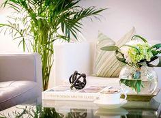 Enjoying the last hours of the weekend 🌿 #homedesign #homedecor #livingroom #decor #decoration #styling #interiordesign #interior #interiors #modern #coffeetable #coffeetablebook #coffeetablestyling #montreal #Canon6D #lestyle #lifestyle #chaptersindigo #westelm #myhomesense #mywestelm #structube #ikea #whiteandgreen #rizzolibooks #rizzoli #froylife #interiordesignmasterclass #momentalexisnihon