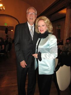 Knoxville's beautiful opera diva, Mary Costa, makes it a party where ever she goes! The Blue Streak reports on a recent one.