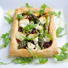 Asparagus tartlets with goats' cheese and sun dried tomatoes